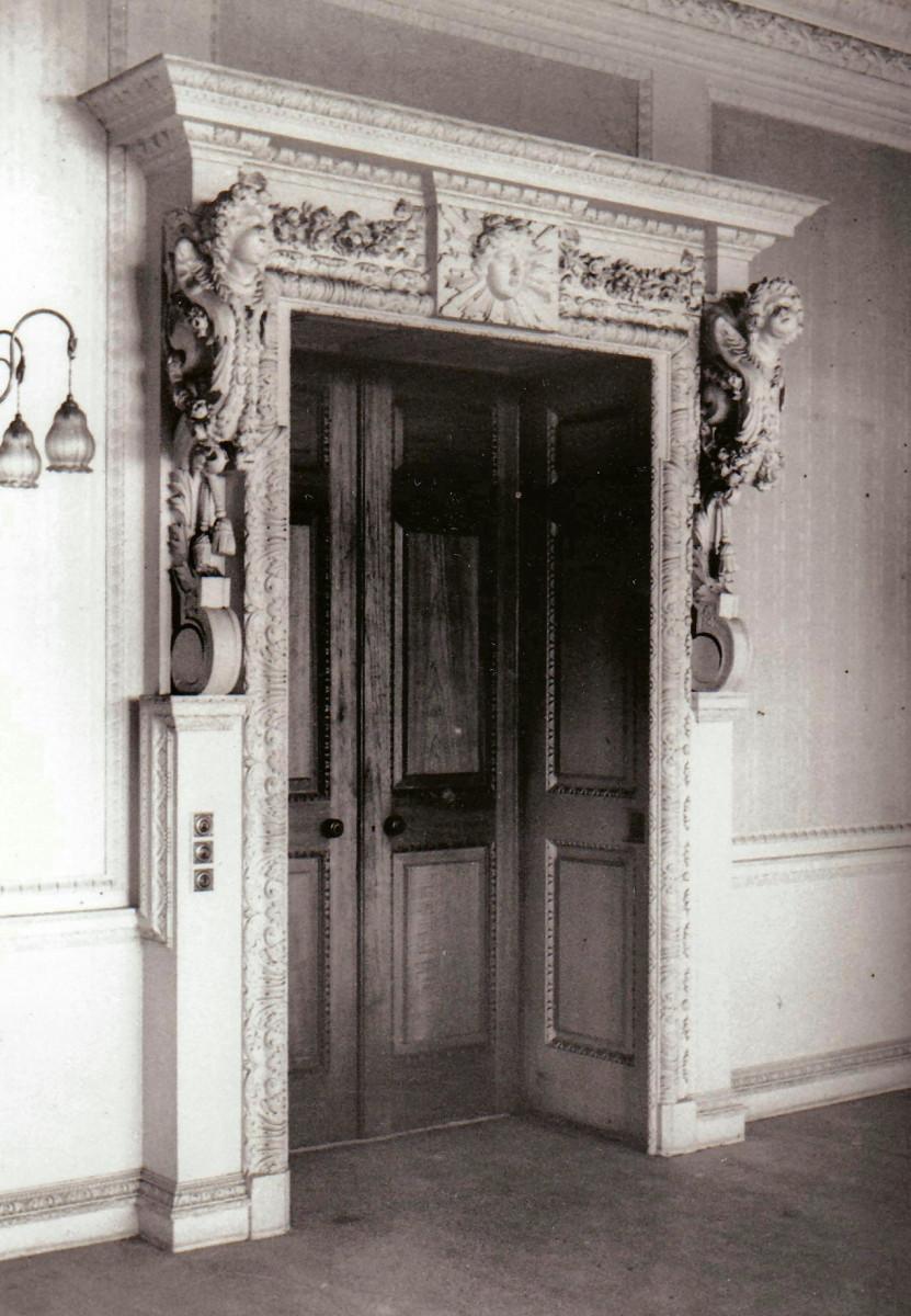 57.-The-Morning-Room-the-door-onto-the-corridor