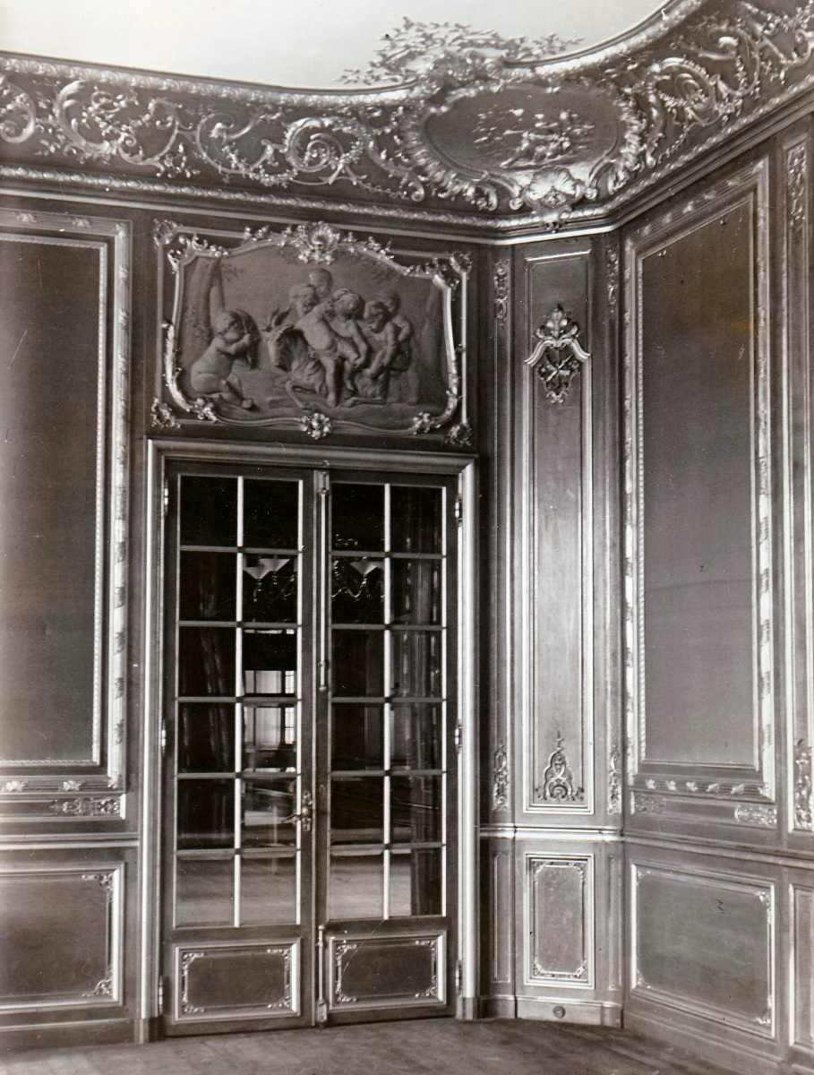 46.-The-Drawing-Room-with-doors-to-Hall